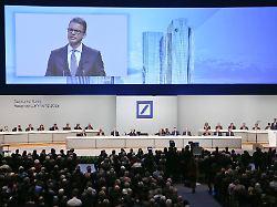 """Aktienkurs auf Rekordtief: Deutsche Bank kündigt """"harte Einschnitte"""" an"""