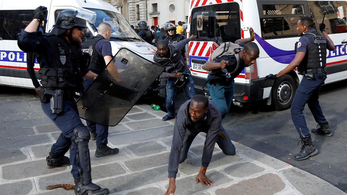 Migranten stürmen Pariser Panthéon