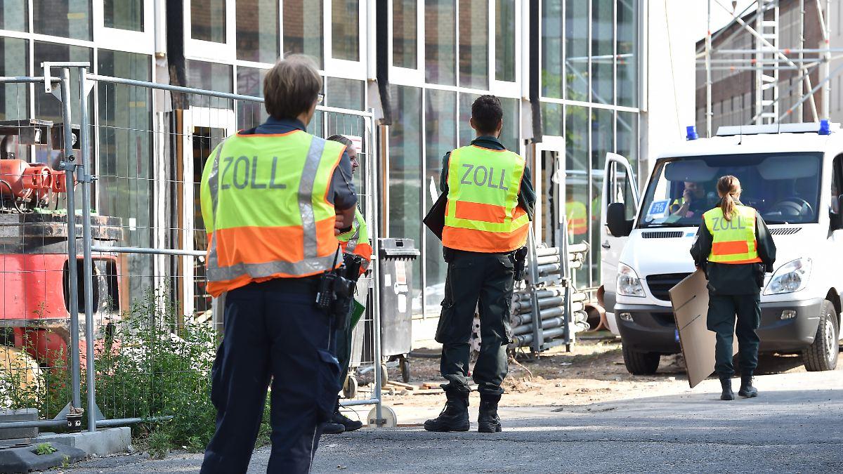 Tausende Beamte durchsuchen Baustellen