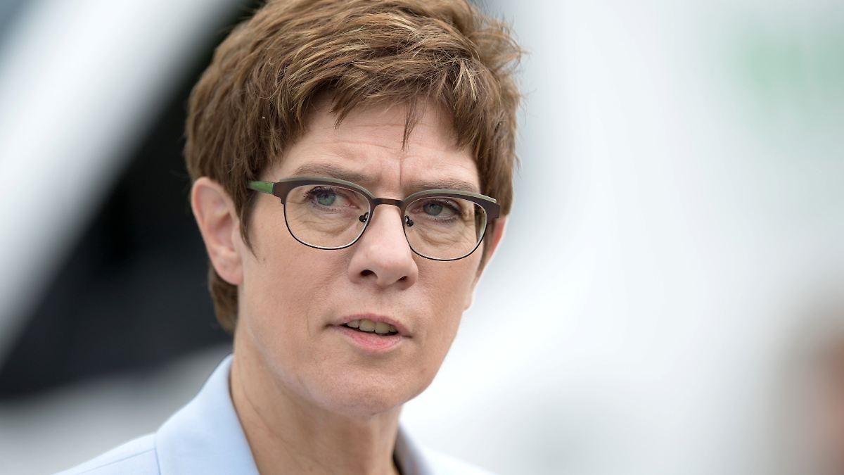 SPD wirft AKK Erpressung vor