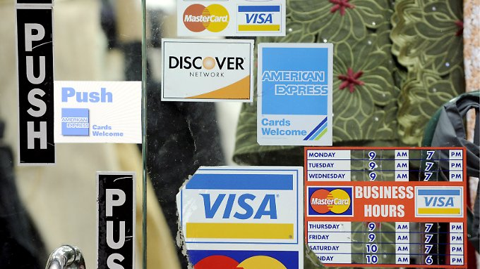 Die US-Verbraucher lassen wieder die Kreditkarten glühen.
