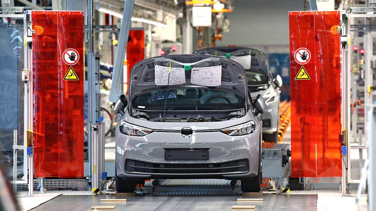 Autoverband dringt auf Kaufprämien