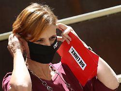 Masken-Automaten statt Strafen: Kipping warnt vor Repression