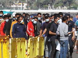 imago0106937046h - Madrid arbeitet an Rückführung: Kanaren bauen Notlager für 7000 Migranten