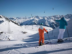 56009133 - Gegen Forderung der Nachbarn: Schweiz lässt Skigebiete über Feiertage offen