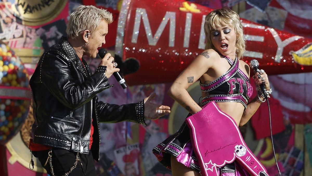 They love Rock 'n' Roll:Miley Cyrus rockt mit Billy Idol und Joan Jett - n-tv NACHRICHTEN