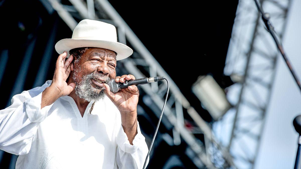 Vorreiter des Hip-Hop:Reggae-Pionier U-Roy stirbt nach OP - n-tv NACHRICHTEN