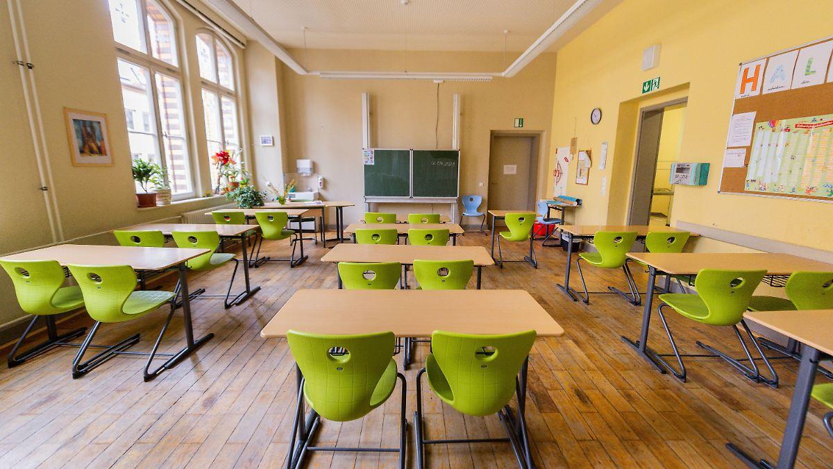 Kultusminister beraten: Wie geht es weiter an den Schulen?