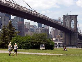 Zum Greifen nah: Über die Brooklyn Bridge erreichen Besucher schnell Manhattan.