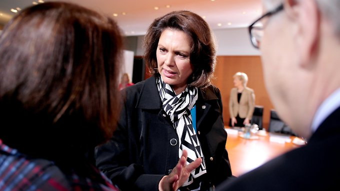 Agrarministerin Aigner bei der Kabinettssitzung: Es soll konkrete Maßnahmen für die gesamte Branche geben.