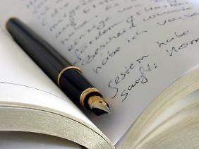 Auch das Schreiben eines Tagebuchs kann helfen, Gefühle zu verarbeiten.