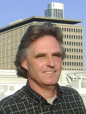 """Ulrich Kutschera ist Professor für Biologie an der Universität Kassel und Vorstandsmitglied der Arbeitsgruppe """"Evolutionsbiologie"""" des Verbandes für Biologie, Biowissenschaften und Biomedizin in Deutschland."""