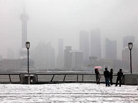 Chinas größte Stadt Shanghai im Winter.