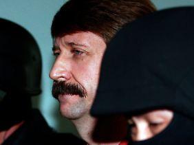 Der frühere Offizier der Sowjetarmee, Viktor Bout, soll Diktatoren und Rebellen in aller Welt mit Waffen versorgt haben.