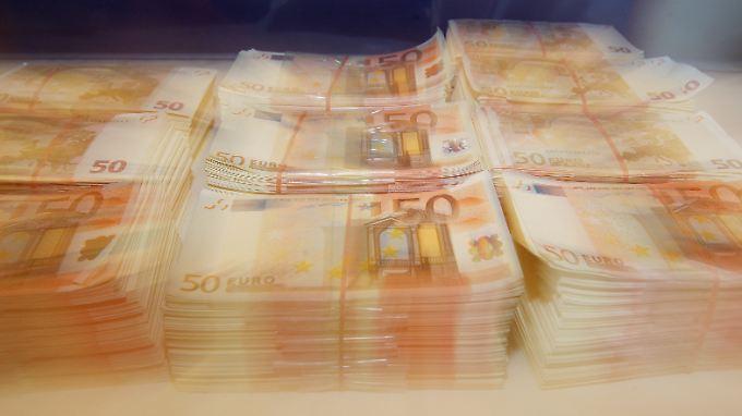 Das Geld wird innerfamiliär geteilt.