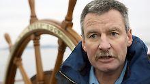 Der Kapitän des Ausbildungsschiffes: Norbert Schatz.