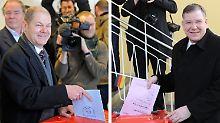 Die Spitzenkandidaten Olaf Scholz (SPD, links) und Christoph Ahlhaus (CDU) haben ihre Stimme schon abgegeben.