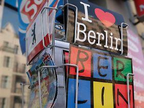 Postkarten mit Berlin-Motiven.