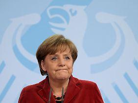 Kanzlerin Merkel hat der Rücktritt kalt erwischt. Sie musste sich schnell um einen Nachfolger kümmern.