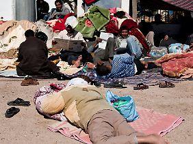 In Tunesien droht an der Grenze zu Libyen eine Flüchtlingskatastrophe.