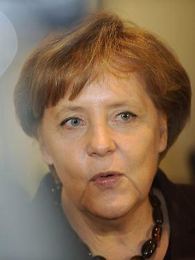 Merkel verteidigt noch immer die Laufzeitverlängerung.