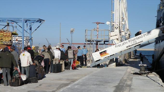Evakuierungsoperation vor Tunesien: Bundeswehr rettet Libyen-Flüchtlinge