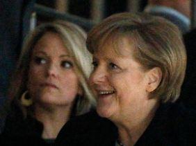 Sie kamen: Bundeskanzlerin Angela Merkel und Politikergattin Stephanie zu Guttenberg.
