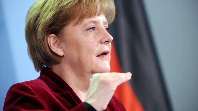 Merkel schaltet um: Die Bundesregierung setzt die Laufzeitverlängerung für deutsche Kraftwerke aus.