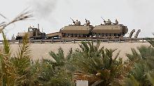 Saudische Panzerfahrzeuge auf dem Weg nach Manama.