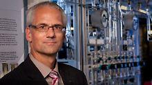 Dr. Joachim Knebel ist Sprecher für Kernenergie und Sicherheit und Chief Science Officer am Karlsruher Institut für Technologie. Er hat im Forschungszentrum von Tokai, Japan, gearbeitet.