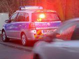 Wer regelmäßig rast, ist schnell seinen Führerschein los - aber auch falsches Parken und andere Delikte können für ein volles Punktekonto in Flensburg sorgen. (Bild: Wittek/dpa/tmn)