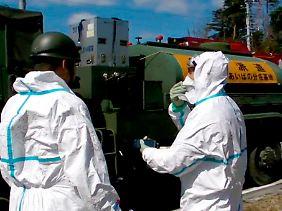 Die Einsatzkräfte in Fukushima müssen mit dem Schlimmsten rechnen.