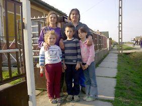 Magda Orban und Otilia Illes mt ihren Enkelkindern.