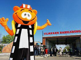 """Der Filmpark in Potsdam zählt pro Jahr 300.000 Besucher - auf dem Gelände gibt es zum Beispiel ein """"4D-Kino"""" und ein Fernsehstudio, bei dem Gäste beim Dreh mitmachen können."""