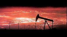 Der Ertrag geht zurück, die Nachfrage steigt. Das Ölzeitalter geht einem unruhigen Ende entgegen.