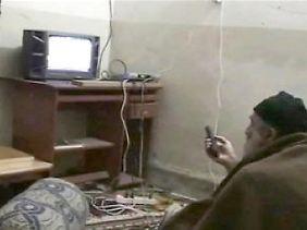 Bin Laden zappt durch die Programme auf der Suche nach einem Bild von sich selbst.