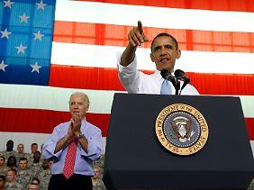 Obama (neben ihm sein Vize Joe Biden) bei einer Rede vor kürzlich aus Afghanistan heimgekehrten Soldaten.