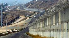 Die Grenze zwischen den USA und Mexiko, aufgenommen in San Diego, Kalifornien.