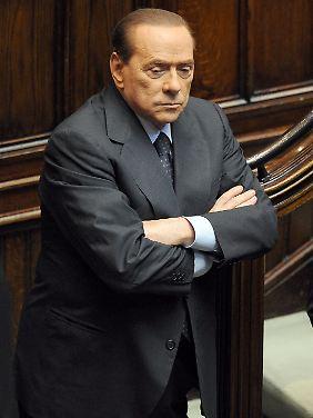 Silvio Berlusconis Regierung muss nun auch den Rotstift zücken.