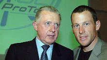 Lance Armstrong mit dem früheren UCI-Präsident Hein Verbruggen. Der Niederländer legt für Armstrong die Hand ins Feuer.