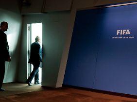 Abgang im Stechschritt: Als die kritischen Fragen nicht enden wollten, ging Blatter einfach.