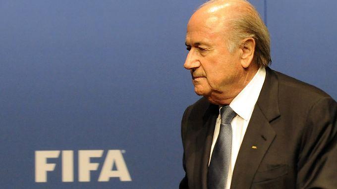 Pulverfass Fifa: Blatter verlässt Pressekonferenz