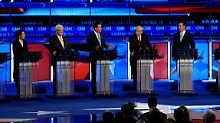 Rick Santorum, Michele Bachmann, Newt Gingrich, Mitt Romney, Ron Paul, Tim Pawlenty und Herman Cain (v.l.n.r.).