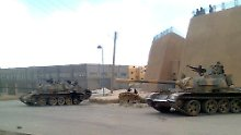 Panzer in Deir al-Sor.
