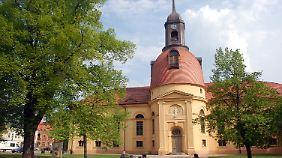 Die Pfarrkirche in Neuruppin wurde von 1801 bis 1806 in klassizistischem Stil erbaut - eigentlich sollte die Kuppel noch viel größer werden.