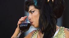 Sie ruiniert sich selbst: Winehouse machen Alkohol und andere Drogen seit Beginn ihrer Karriere zu schaffen.