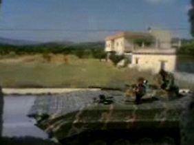Das Foto aus einem Video von einer Social-Media-Website soll syrische Streitkräfte in der Grenzstadt Badama zeigen.