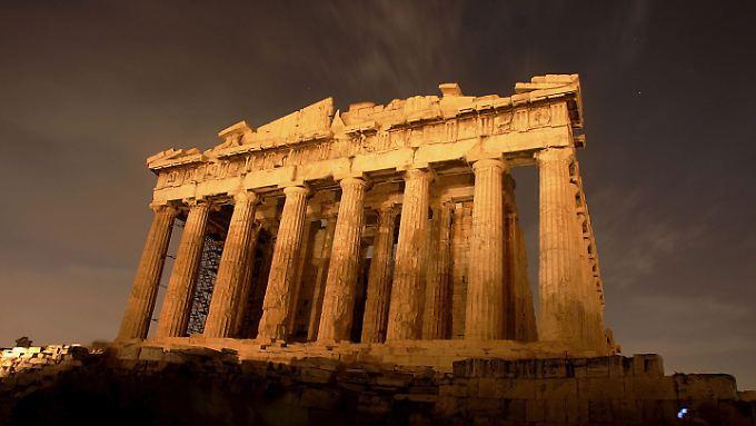 Darüber, wie die dunklen Wolken über der Akropolis vertrieben werden können, besteht europaweit Uneinigkeit.
