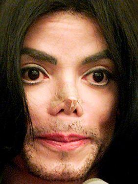 Jacksons sich ständig veränderndes Aussehen gab Zeit seines Lebens Anlass zu den wildesten Spekulationen über seine Gesichtsoperationen.