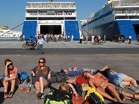 Kein Schiffsverkehr in Piräus: Ein Generalstreik lähmt das Land.